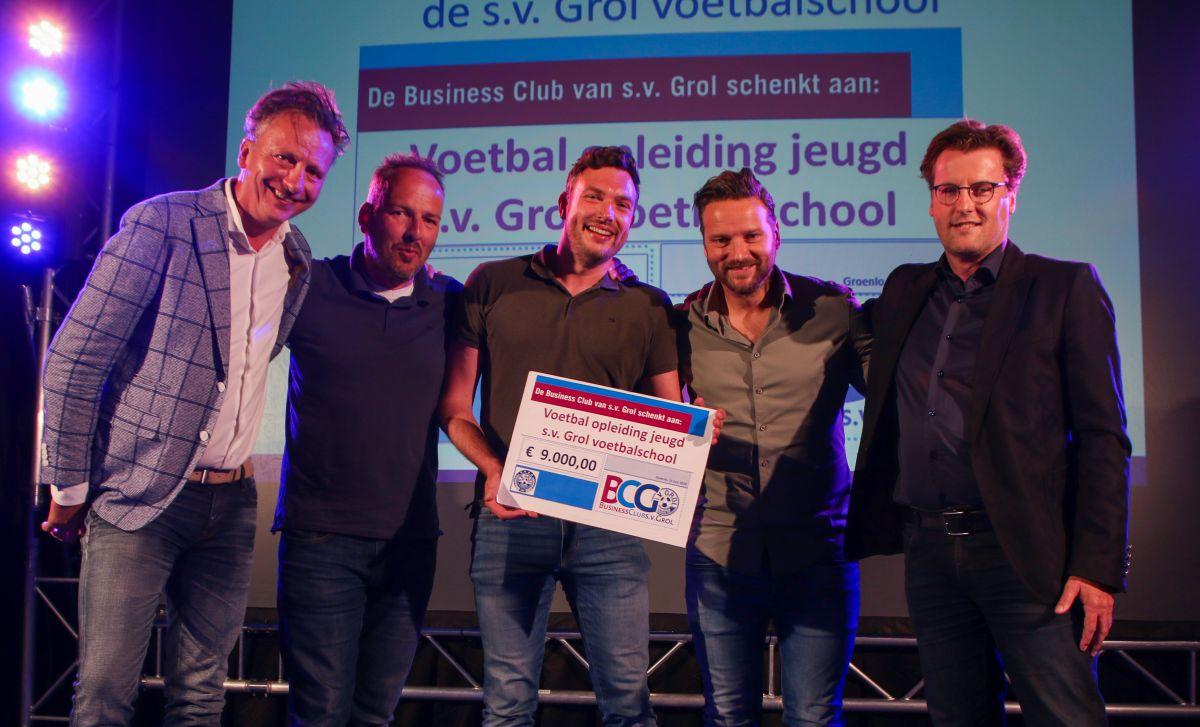 BusinessClub s.v. Grol geeft cheque