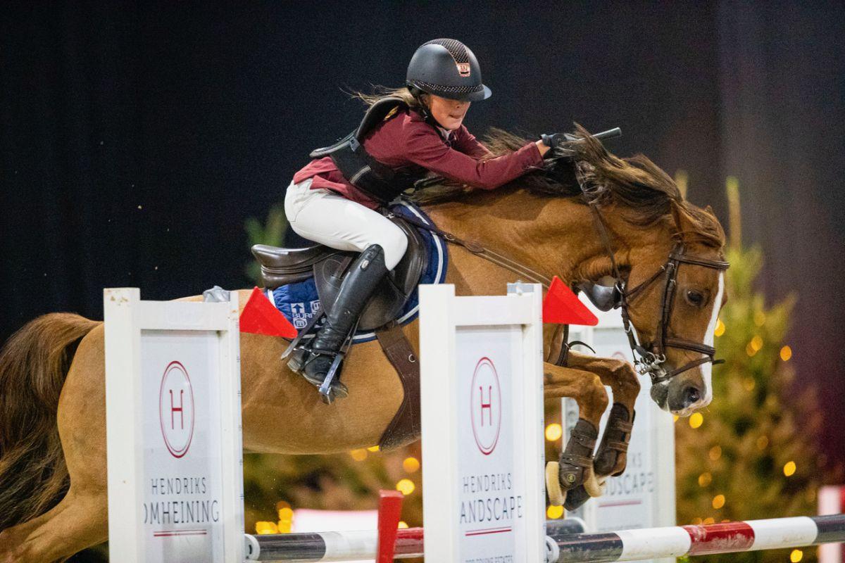 Renske en Sanne grijpen finaletitels Achterhoek Anemone Horse Trucks Bokaal