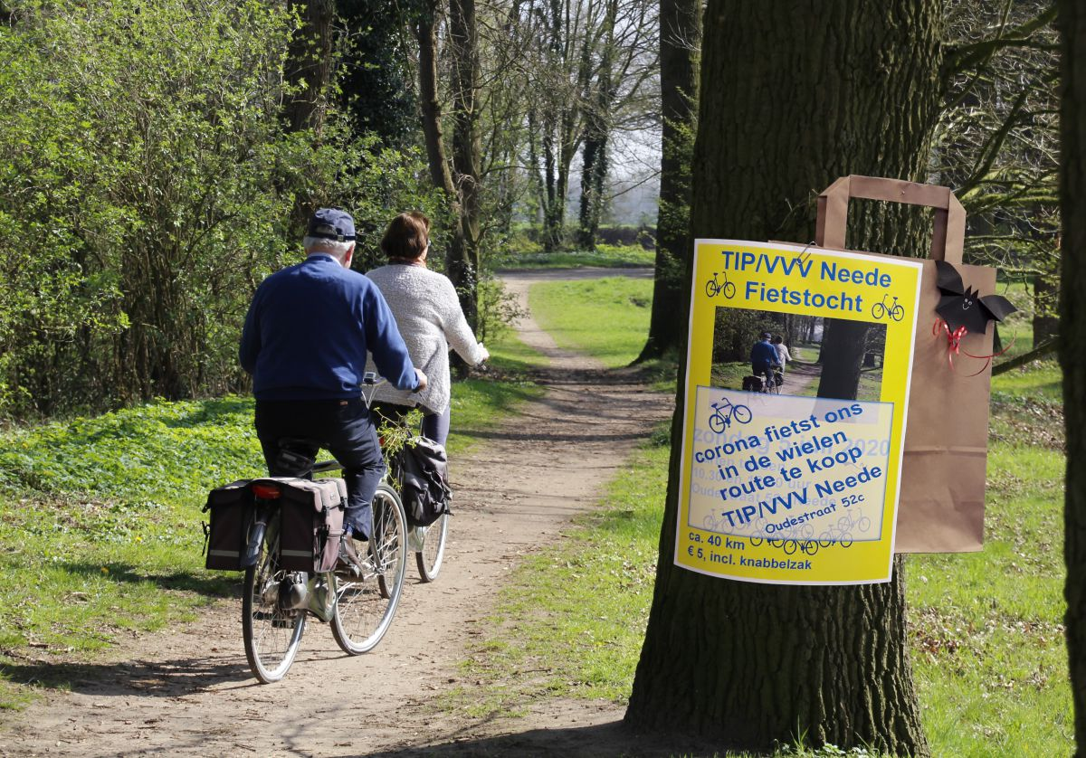 Alternatieve fietstocht met knabbelzak van de TIP/VVV Neede.